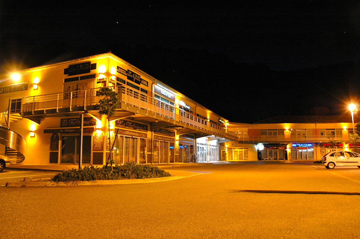 Centre-commerciale-carnoux